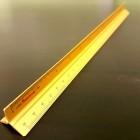 Линейка металлическая портновская треугольная (!) с упором 30 см. Сантиметры и дюймы.
