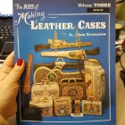 Книга (на бумажном носителе) The Art Of Making Leather Cases (Volume 3) на английском языке 116 страниц.