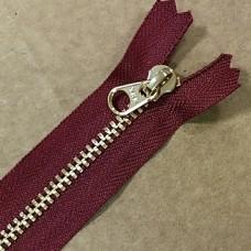Молния YKK. Standard Polished №3 Color 527. Латунь, бордовый неразъёмная 20 см.