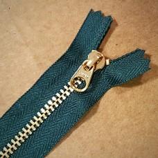 Молния YKK. Standard Polished №3 Color 530. Латунь, зелёный неразъёмная 20 см.