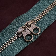 Молния YKK Standard Polished single двухзамковая №3 50 см. старая латунь зелёный цвет.