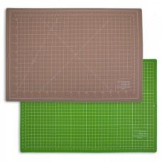 Коврик непрорезаемый - мат для резки и раскроя 22*30 см. Двухцветный с разметкой.